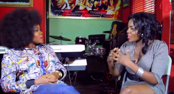 See What Singer Omawumi did to Interviewer who Asked of her Smoking Habit