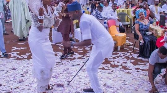 Nneka Frances & Izunna Chukwumereije Traditional Marriage got Money Raining Heavily (See Photos)